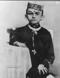 Life in Pictures : Mahatma Gandhi