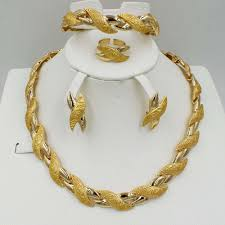 Gold Set Design Dubai Us 13 14 40 Off 2018 New Fashion Dubai Gold Jewelry Sets Elegant Line Crystal Costume Jewelry Sets Nigerian African Beads Design For Women In