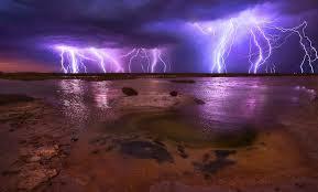 amazing nature 10 mighty lighting strikes over water amazing lighting