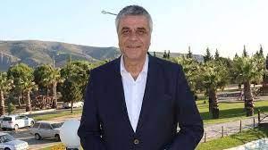 Akhisarspor'un eski başkanı Hüseyin Eryüksel hayatını kaybetti! Direksiyon  başında kalp krizi geçirdi - İzmir Haberim