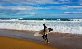 Resultado de imagen de chico surfero