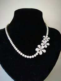 Design And Adorn Beading Studio Rv 261 A Solitaire Diamond Necklace With A Floral Design