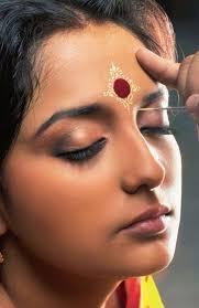 bengali bridal makeup for forehead