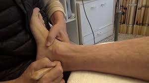 Manchmal sind die knieschmerzen so heftig, dass gehen, stehen oder sogar längeres sitzen kaum noch möglich ist. 111 Knieschmerzen Innenseite Knorpel Riss Treppe Hoch Runter Schmerzen Youtube