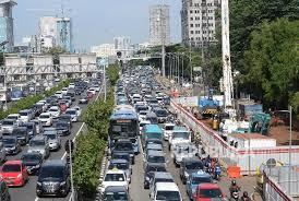 Hasil gambar untuk foto kemacetan akibat proyek LRT
