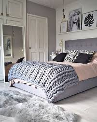 budget friendly bedroom decorating ideas chunky knit
