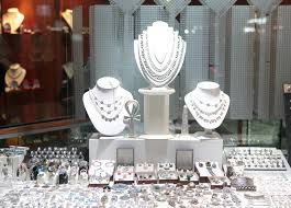 the jewellery s in karachi are cered with groups of las as karachi gold jewellery is reckoned as the best piece of attire due to its unique