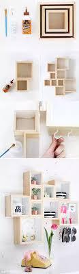 Pequea estantera con cajas de madera