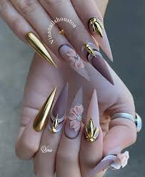Pin de Maribel Pratt en Nails   Uñas de chanel, Uñas de acrílico largas,  Diseños de uñas mate