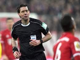 Schiedsrichter und schiedsrichterinnen sind im fußball unverzichtbar. Fussball Bundesliga Schiedsrichter Boss Weist Manuel Grafe Zurecht Sport Tagesspiegel