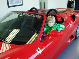 niño conduciendo ferrari bilaketarekin bat datozen irudiak