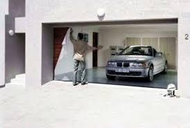 garage door artPimp your Garage Door with Cool Deceiving Art PHOTOS