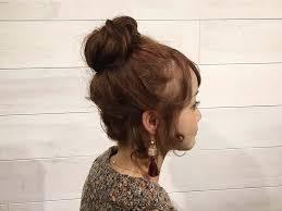 短めのミディアムヘアさんでもできる簡単なお団子アップヘアの作り方を