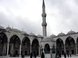photo essay the blue mosque in istanbul turkey maiden voyage blue mosque courtyard