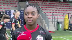 Kort gesprek met SV Zulte Waregem speelster Esther Buabadi na de Super  League partij bij Standard. - YouTube