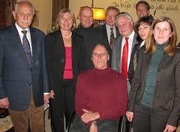 Besonderer Dank galt ihrem Vorgänger Dr. Heinz Bahnmüller, der die Fraktion zu einem Team zusammengeführt und für die Fragen der neuen Mitglieder stets ein ... - 196_1
