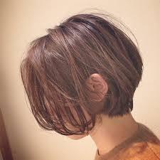 くびれのある前下がりショート後頭部の奥行きボリュームアップ前髪