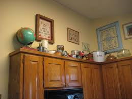 Best 36 Pictures Ideas For Decorating Above Kitchen Cabinets Geparden