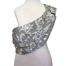 adjustable baby sling by the peanut shell