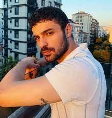 Halit Özgür Sarı kimdir? Kırmızı Oda dizisinin Doktur Murat'ı hayatı ve  biyografisi!
