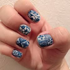 Porcelain 04で陶器風ネイル本当はもっと濃い紺や紫のほうが雰囲気が