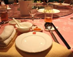 typical table setting in a chinese restaurant