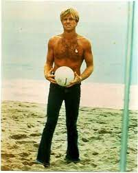 Maybe you would like to learn more about one of these? Young Robert Redford Robert Redford Young Shirtless On Beach Geez Was He Something To Robert Redford Homens Bonitos