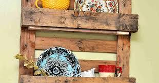 Com ele é possível criar mobiliários incríveis, de camas a&nbsp. Tem Na Web Como Fazer Prateleira Com Paletes