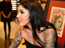 kat von d says she will never apologise for underage red lipstick amid criticism name promotes ualisation of s the independent