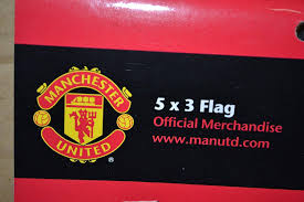 With another flag, place the u.s. Manchester United Fc Mufc Flag Soccer Equipment Sports Outdoors Amazon Com