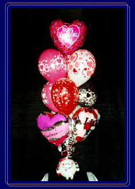 our fun whimsical happy valentines day bouquet consists of 4 long lasting foil message balloons and 6 latex valentine s balloons