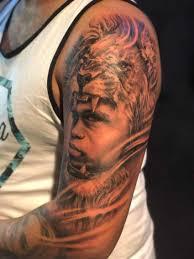 он сделал тату с лицом младшего брата с синдромом дауна потому что