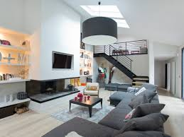 Captivating Ouest Home Salon Moderne Gris Avec Télévision Murale