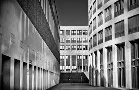 modern black white. beautiful black pencakar langit perkotaan pusat kota garis penglihatan biru satu  warna putih hitam gedung kantor blok menara arsitektur modern awanawan on modern black white