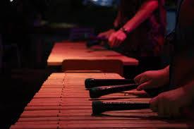 Alat musik yori ini dibuat dari bambu, kulit pelepah tanaman enau, dan tali yang terbuat dari kulit kayu. Fakta Fakta Unik Seputar Alat Musik Kolintang Blibli Friends