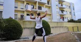 Covid-19: Moradores das Caldas da Rainha combatem isolamento com ginástica nas varandas