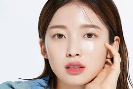 Oh My Girl's Arin shows beautiful skin in pictorial of 'Clarins' skincare  products for 'Dazed'   starbiz.net