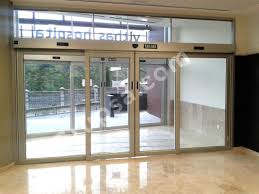 the automatic sliding doors as 900 are made with extruded aluminium profiles suitable for wide openings its frame is self supporting what enables the