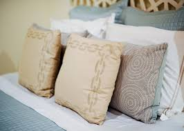Styling Your Bed - A Guide to Duvets, Shams and Quilts & ... Safavieh Chain Link Pillow, chain print pillows Adamdwight.com