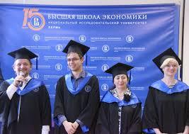 В НИУ ВШЭ Пермь вручили дипломы выпускникам магистратуры  Торжественная церемония вручения дипломов выпускникам магистратуры открылась выступлением академического руководителя магистерской программы