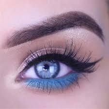black and blue eyeliner spring makeup idea