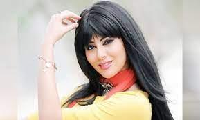 المغربية مريم حسين تتبادل القبلات في أحضان مصفف شعر لبناني (فيديو) -