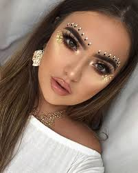 still go in for glitter makeup maybe you could try something more bold wearing jewels on our face
