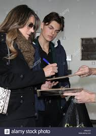New York, NY, USA. 1. Dezember 2016. Elizabeth Hurley und Damian Hurley bei  Harry die neue Staffel von The Royals in New York City am 1. Dezember 2016  zu fördern. Bildnachweis: RWS/Punch/Alamy