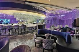 chandelier bar cosmopolitan luxury the cosmopolitan s iconic chandelier refreshes for the future las