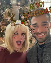 Has been added to your cart. Britney Spears Reunites With Boyfriend Sam Asghari After His Covid Battle As Her Kids Spend Holidays With Their Dad
