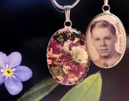funeral flower jewelry provides a lasting and beautiful memory of your loved one that you can have with you at all times