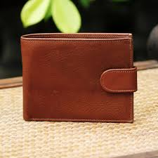 handcrafted leather wallet in nutmeg from thailand everyday traveler in nutmeg