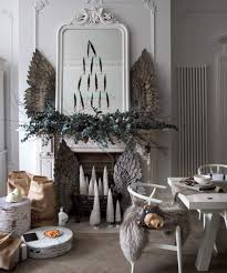 modern christmas decorating ideas White-living-room-with-festive-decorations