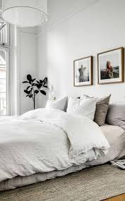 Gemütliches Schlafzimmer In Altbauwohnung Der Minimalistische Stil